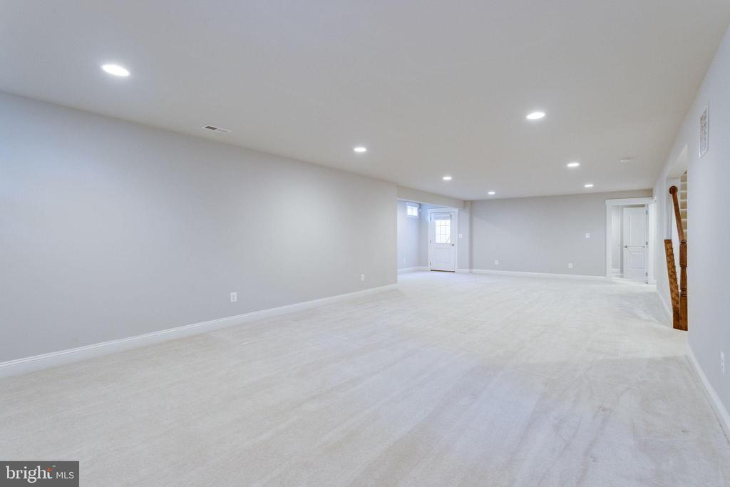 Expansive Entertainment Room - 2050 ARCH DR, FALLS CHURCH