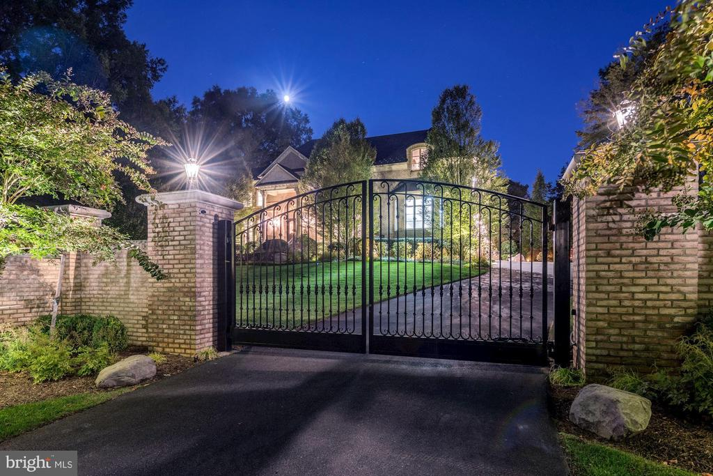 Secured Gate Entrance - 8913 GALLANT GREEN DR, MCLEAN