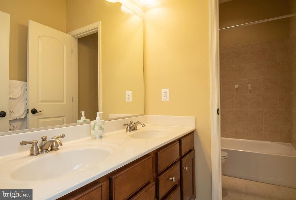 Upstairs Hall Bathroom #1 - 42422 CHAMOIS CT, STERLING