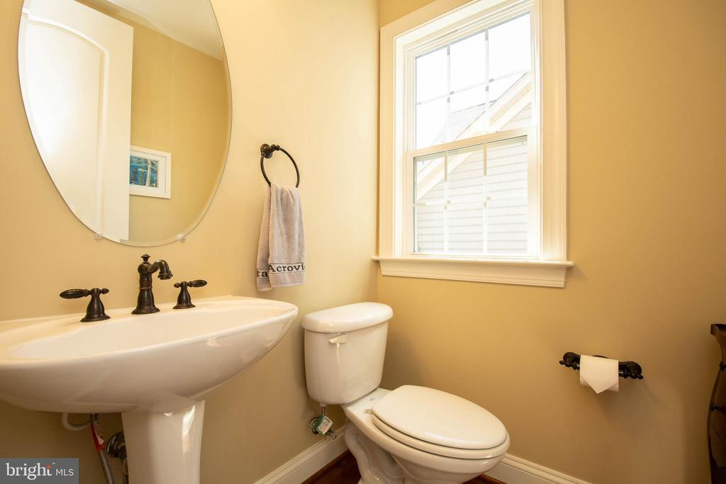 Powder room - main level - 42422 CHAMOIS CT, STERLING