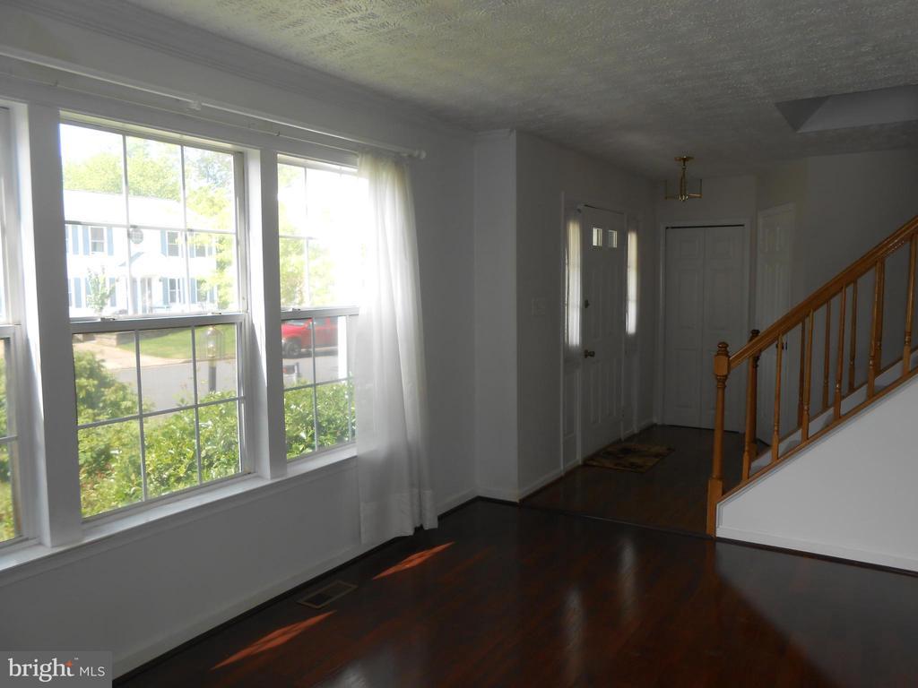 Living Room - Foyer - 10472 LABRADOR LOOP, MANASSAS