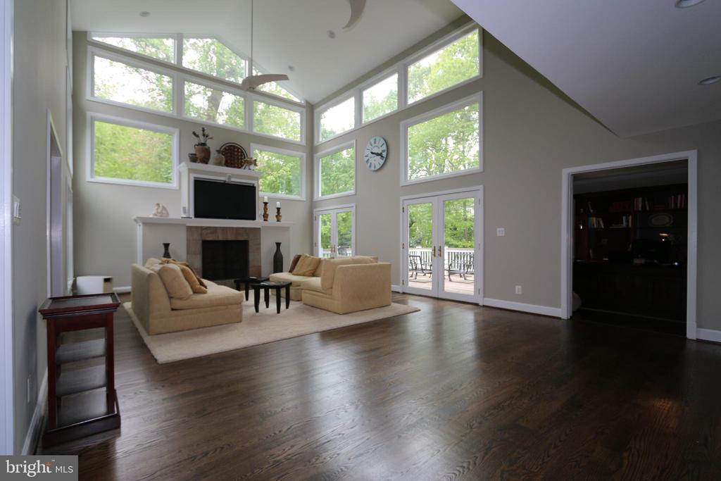 Family rm, light airy! 16 lrg windows and 2 doors - 10651 OAKTON RIDGE CT, OAKTON