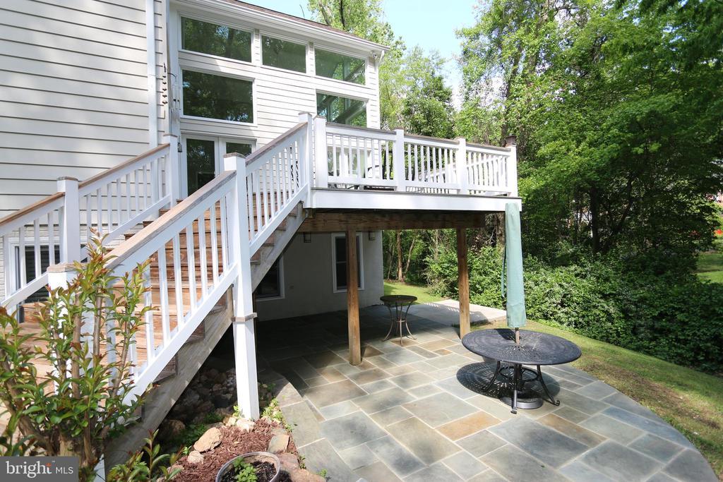 Deck and patio below, perfect for entertaining - 10651 OAKTON RIDGE CT, OAKTON