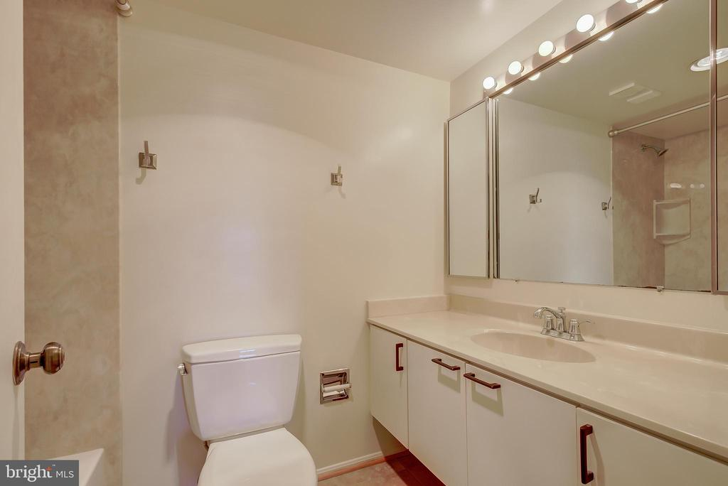 Full Bath #2 - 5901 MOUNT EAGLE DR #1115, ALEXANDRIA
