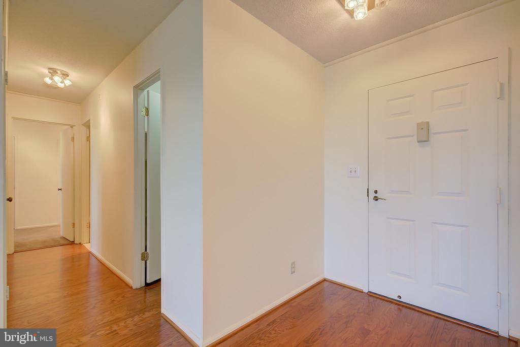 Entry Foyer - Hallway Leading to Bedrooms - 5901 MOUNT EAGLE DR #1115, ALEXANDRIA