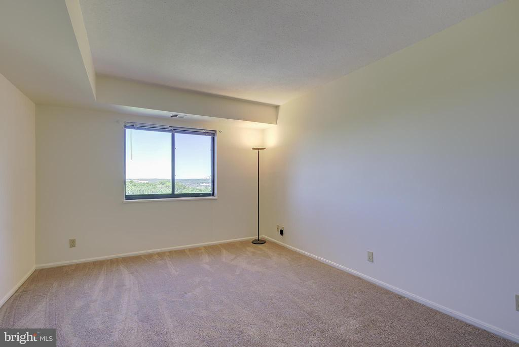 Bedroom #2 - Ideal for Home Office or Den/Study - 5901 MOUNT EAGLE DR #1115, ALEXANDRIA