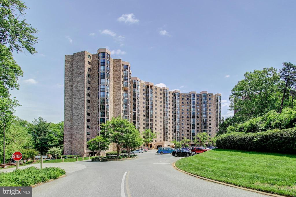 Beautiful Montebello Park-Like Setting! - 5901 MOUNT EAGLE DR #1115, ALEXANDRIA