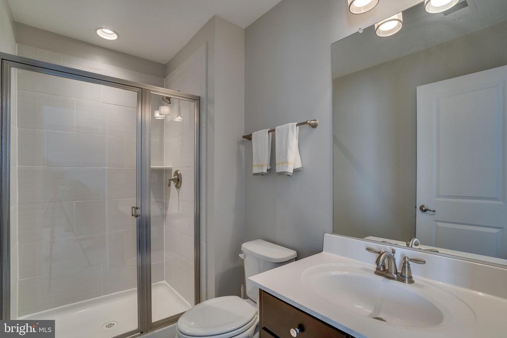 Full bath with standing shower 4rth floor - 20668 DUXBURY TER, ASHBURN