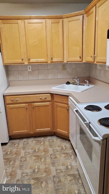 Kitchen w/ newer floor - 1615 Q ST NW #103, WASHINGTON