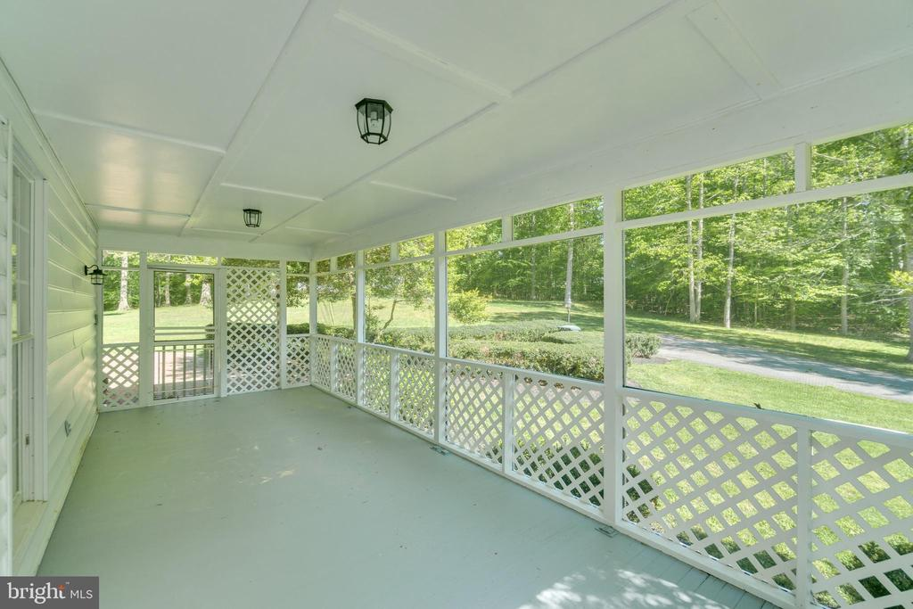 Rear driveway entrance through screened-in porch - 646 HOLLY CORNER RD, FREDERICKSBURG