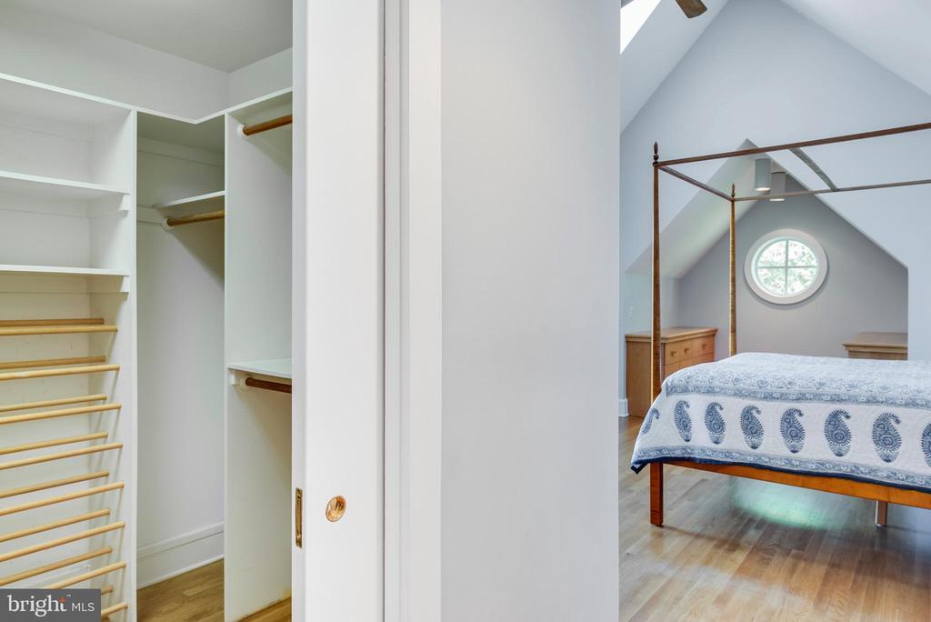 Walk-in closet - 6 LOUDEN LN, ANNAPOLIS