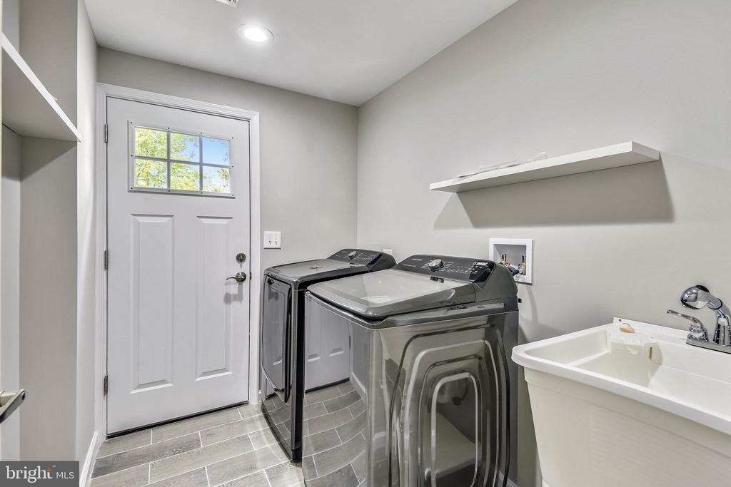 LL Laundry - 4810 PEACOCK AVE, ALEXANDRIA
