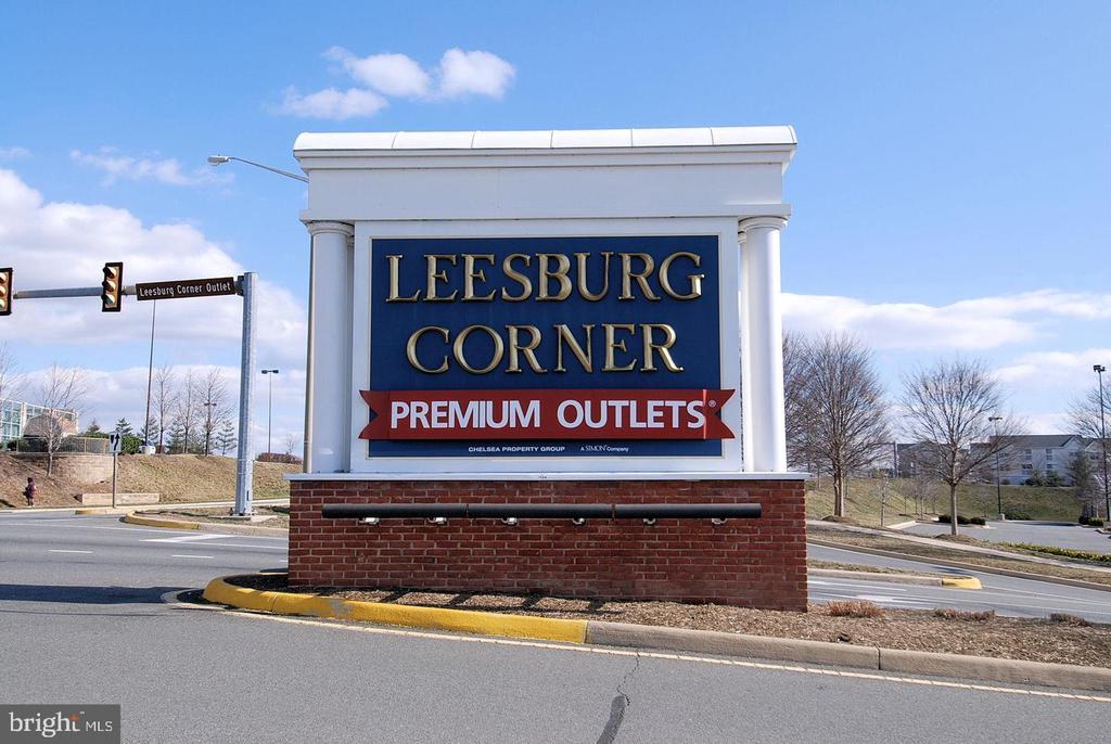 Nearby Leesburg Corner Outlets - 1108 HUNTMASTER TER NE #302, LEESBURG