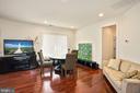 Brazilian Cherry Hardwood flooring w/ sitting area - 2976 TROUSSEAU LN, OAKTON