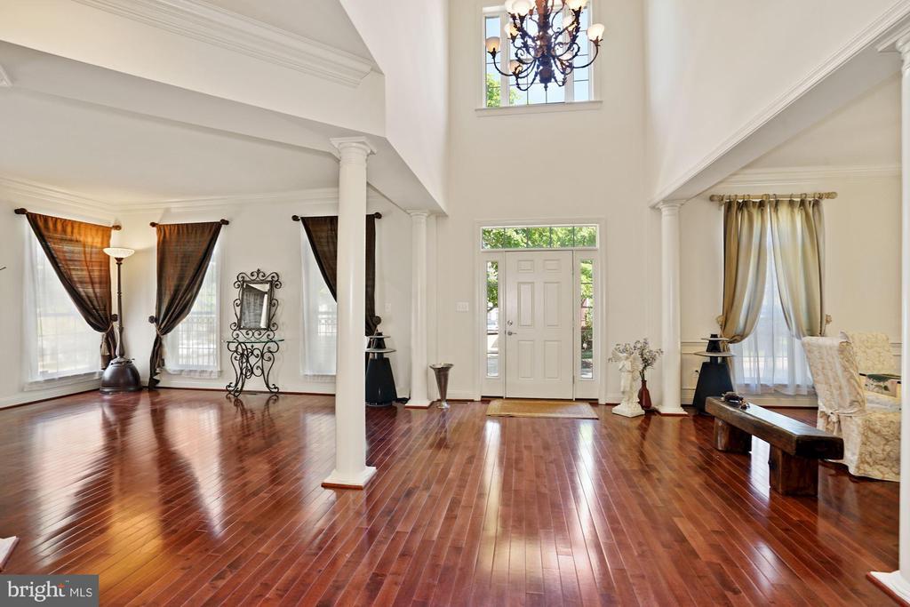 Brazilian Hardwood Floor thru out the house - 2976 TROUSSEAU LN, OAKTON