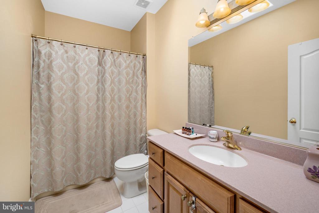 BEDROOM #3'S BATHROOM - 11010 SHERIDAN DR, SPOTSYLVANIA