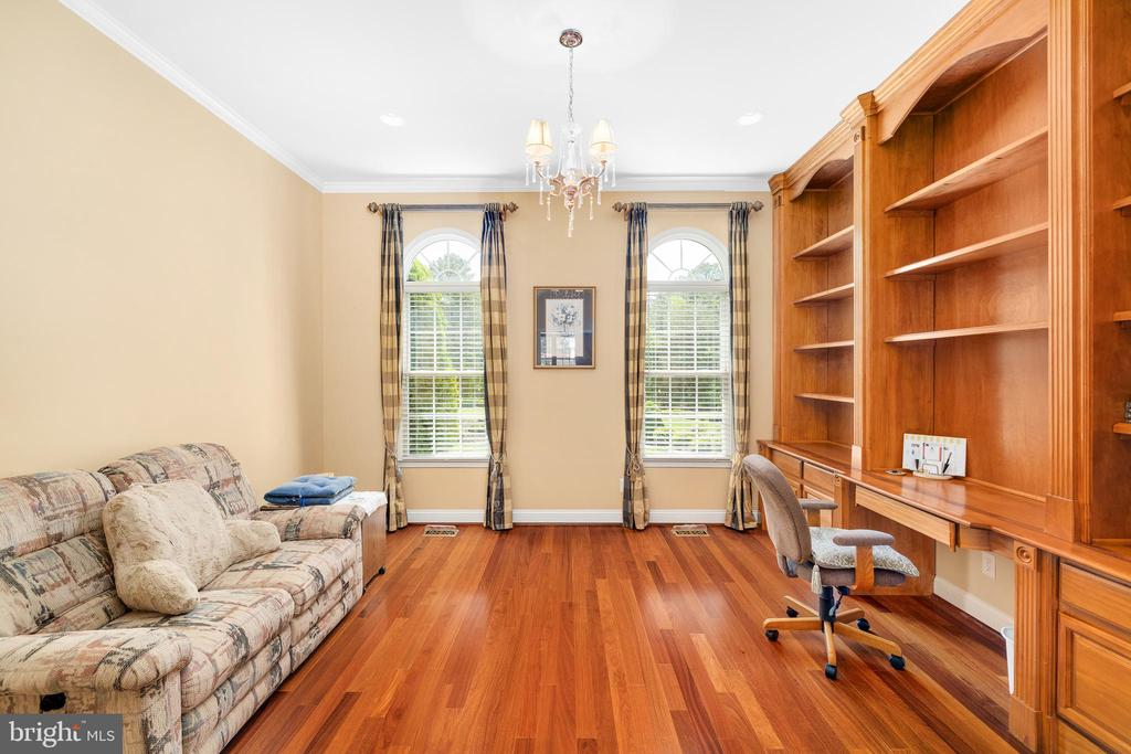 OFFICE WITH BUILT-IN WALL UNIT - 11010 SHERIDAN DR, SPOTSYLVANIA