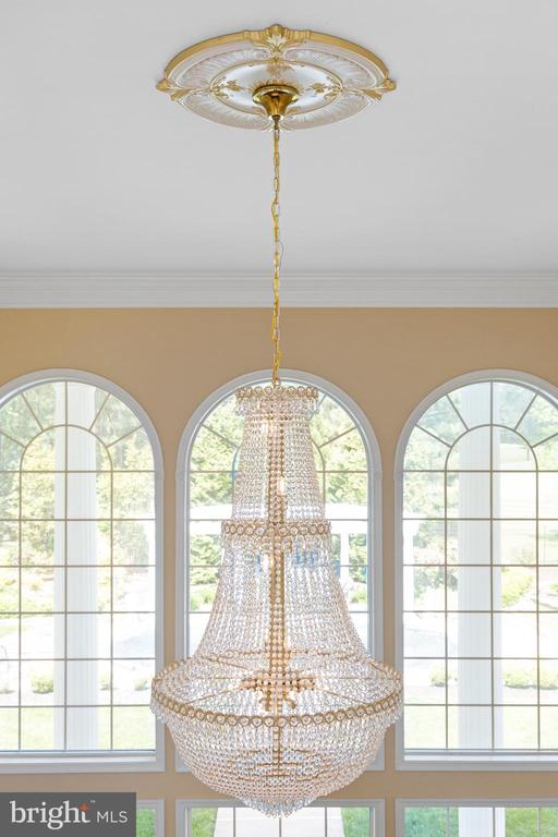 2ND STORY VIEW OF THE FAMILY ROOM CHANDELIER - 11010 SHERIDAN DR, SPOTSYLVANIA