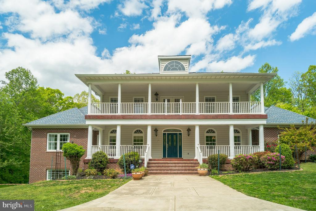 Luxurious Single-family home on 10 Acres - 152 OLD CROPPS MILL RD, FREDERICKSBURG