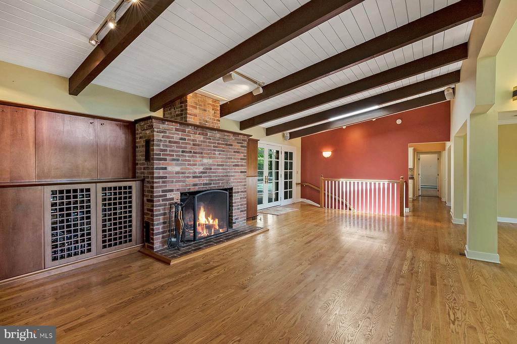 Family room has fireplace - 104 FOGLE DR, ANNAPOLIS