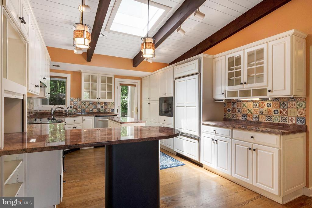 Remodeled kitchen for the chef in the family - 104 FOGLE DR, ANNAPOLIS