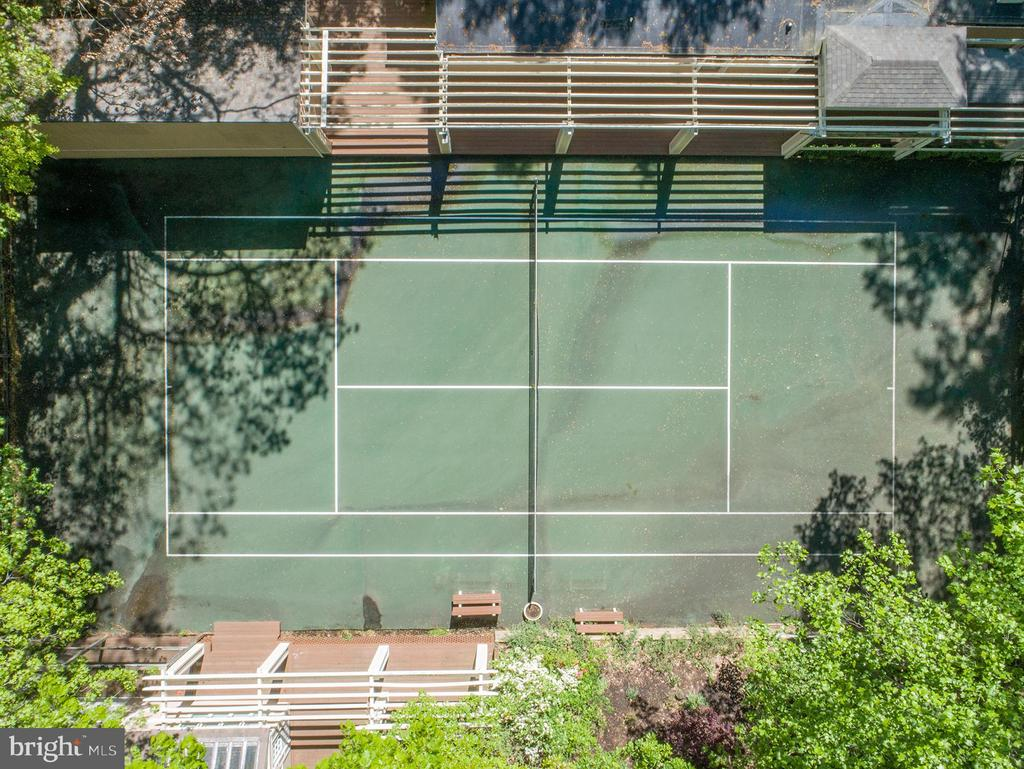 Regulation size tennis court included - 104 FOGLE DR, ANNAPOLIS