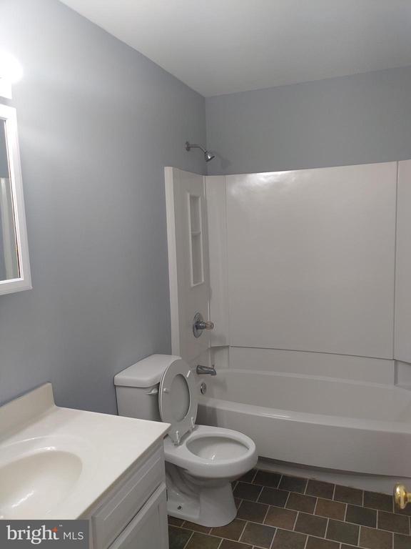 bathroom - 207 54TH ST NE, WASHINGTON