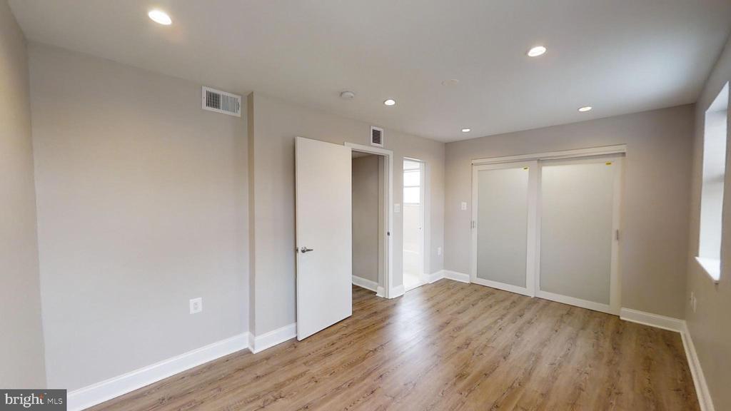 Deluxe (Master) Bedroom - 2646 BIRNEY PLACE SE SE #201, WASHINGTON