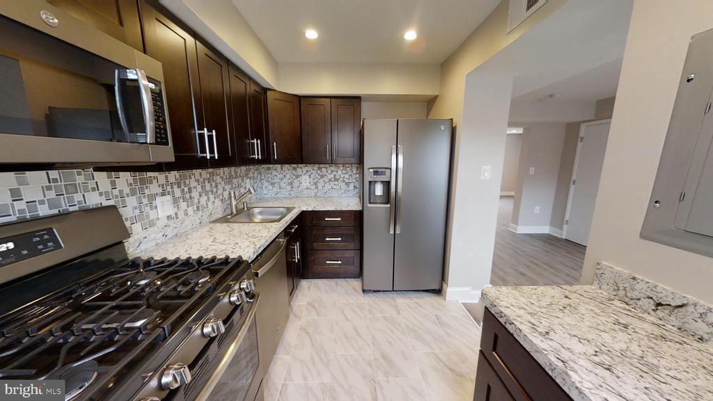 Kitchen Refrigerator, Gas Stove, Mwave, Counter - 2646 BIRNEY PLACE SE SE #201, WASHINGTON