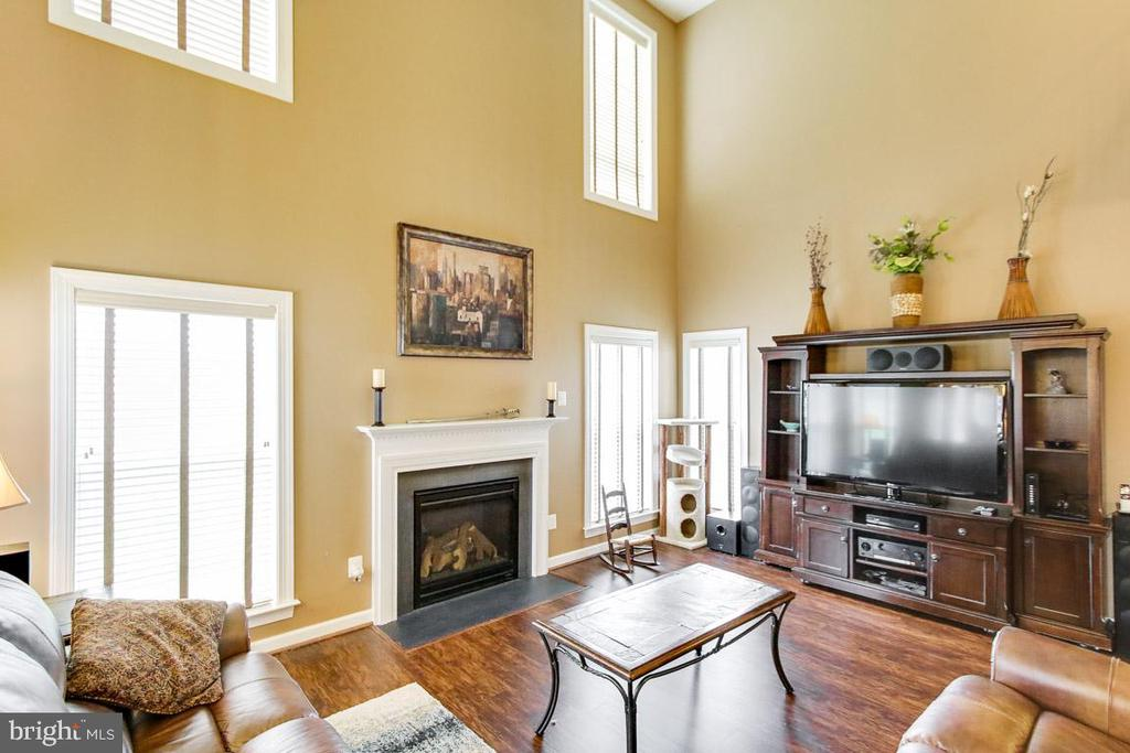 2 story Living Room - 122 BEDROCK DR, WALKERSVILLE