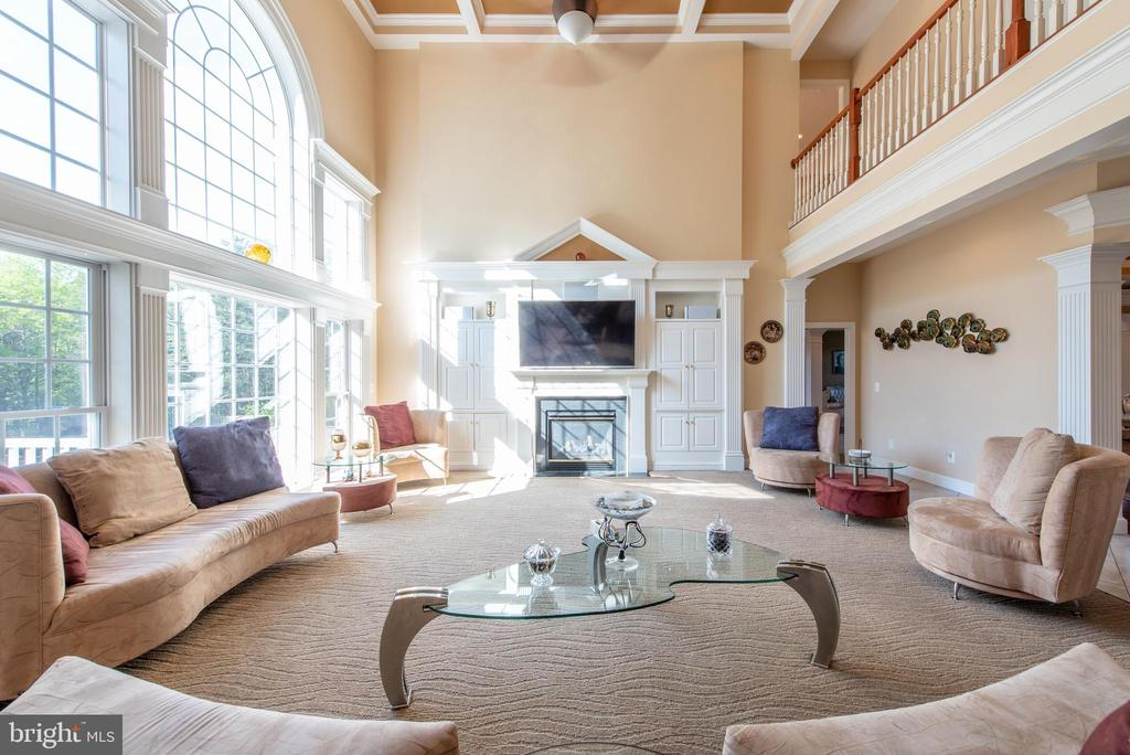 Two story family room - 27531 PADDOCK TRAIL PL, CHANTILLY