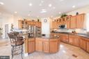 Kitchen Island - 27531 PADDOCK TRAIL PL, CHANTILLY