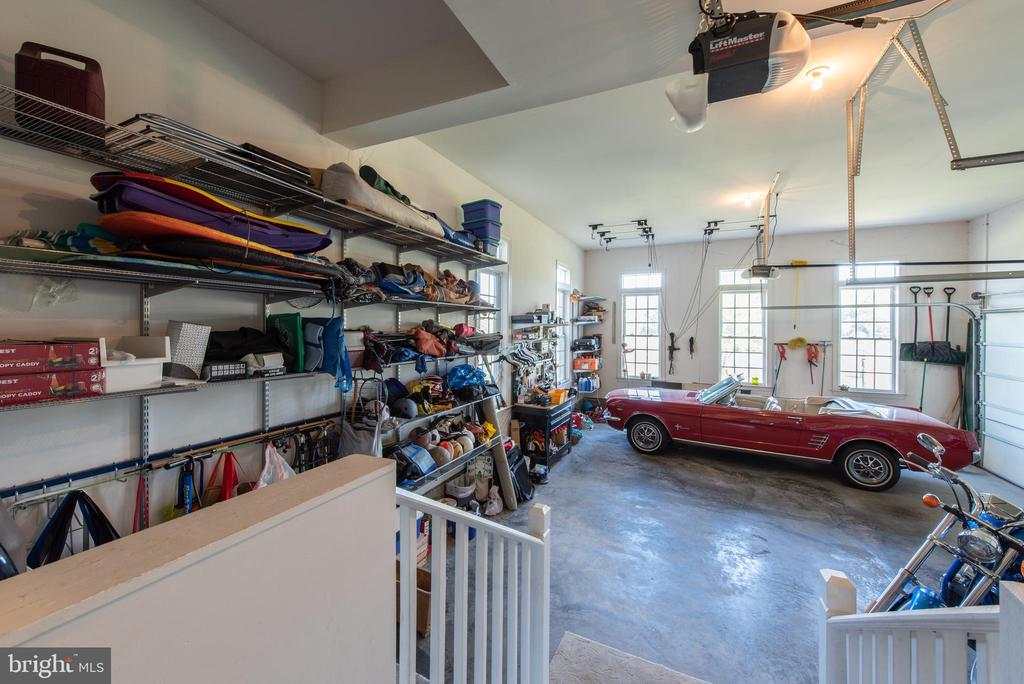 over sized 3 car garage - 27531 PADDOCK TRAIL PL, CHANTILLY