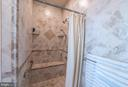 Shower has a sitting bench - 27531 PADDOCK TRAIL PL, CHANTILLY