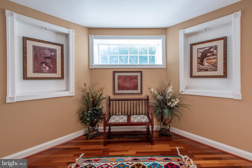 sitting area in the middle of the stairs - 27531 PADDOCK TRAIL PL, CHANTILLY