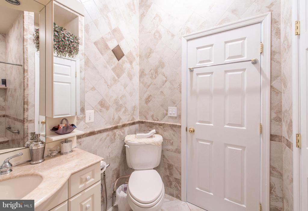 wheel chair can easily fit in here - 27531 PADDOCK TRAIL PL, CHANTILLY