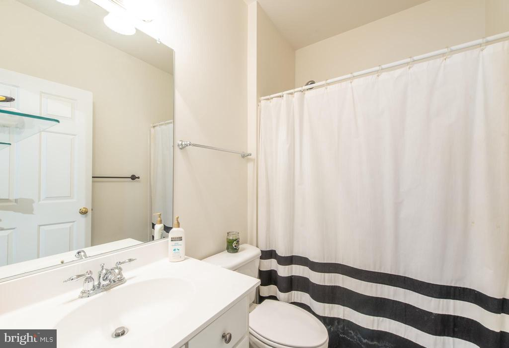 Each  bedroom has its own private bathroom - 27531 PADDOCK TRAIL PL, CHANTILLY