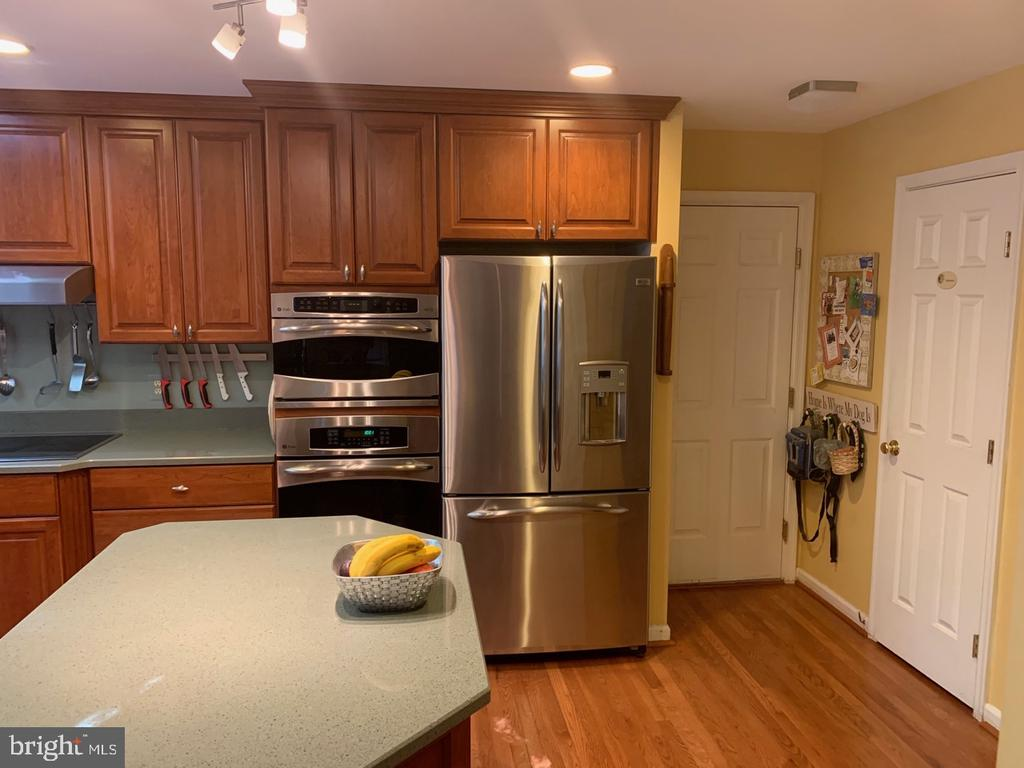 Remodeled Kitchen - 8307 KINGS RIDGE CT, SPRINGFIELD