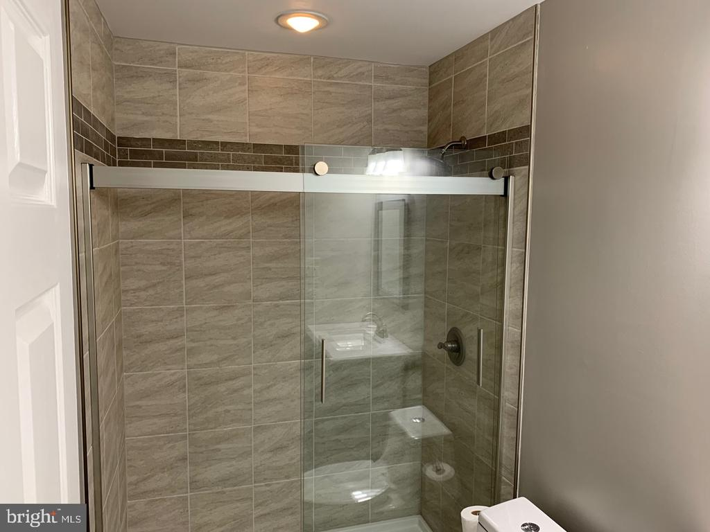 Renovated Bathroom - 8307 KINGS RIDGE CT, SPRINGFIELD
