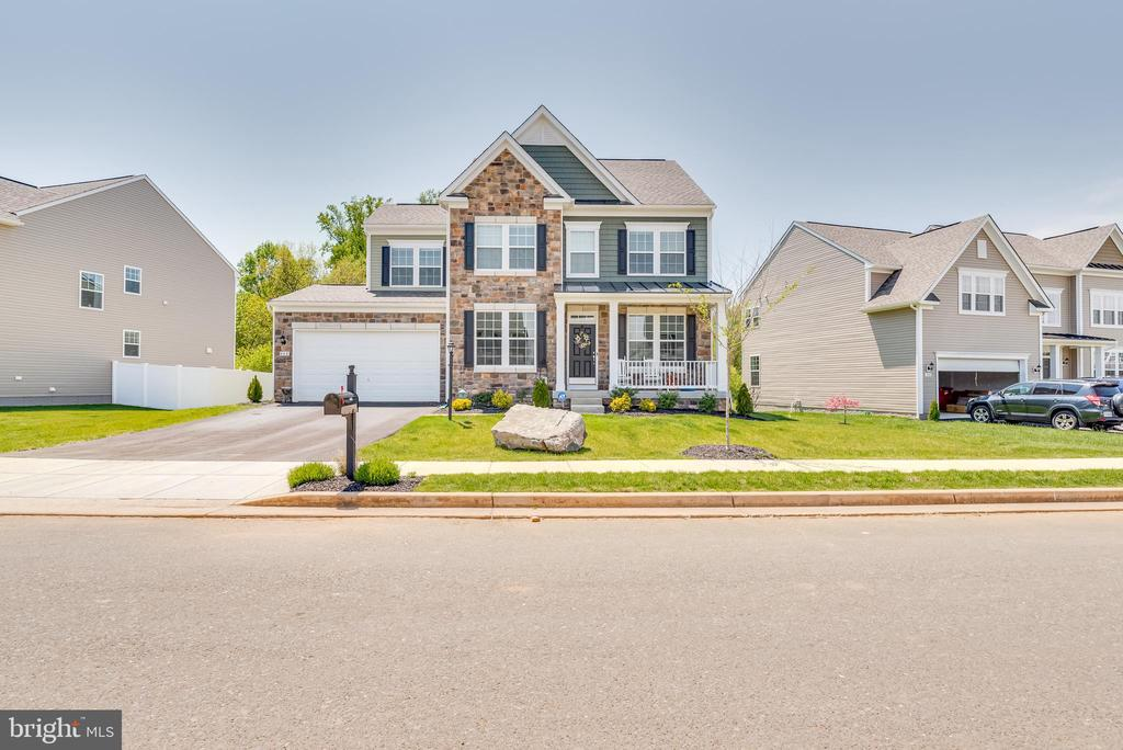 Look at that awesome curb appeal! - 440 FLIGHT O ARROWS WAY, MARTINSBURG