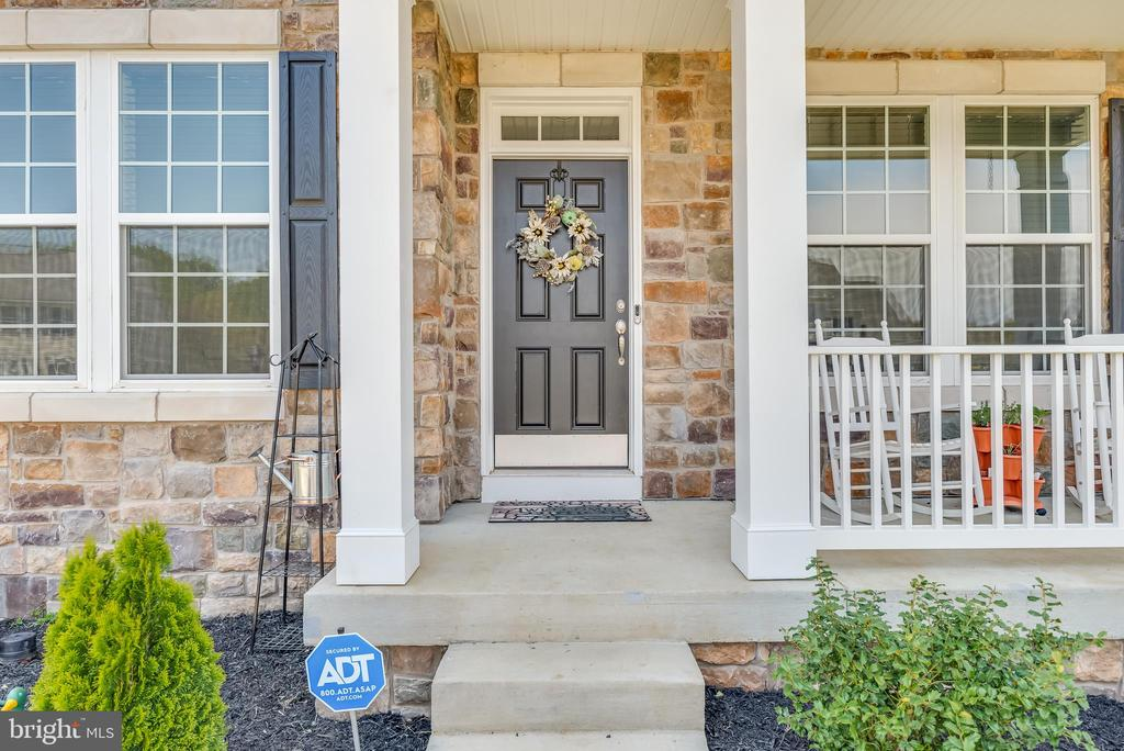 Welcome to your new home! - 440 FLIGHT O ARROWS WAY, MARTINSBURG