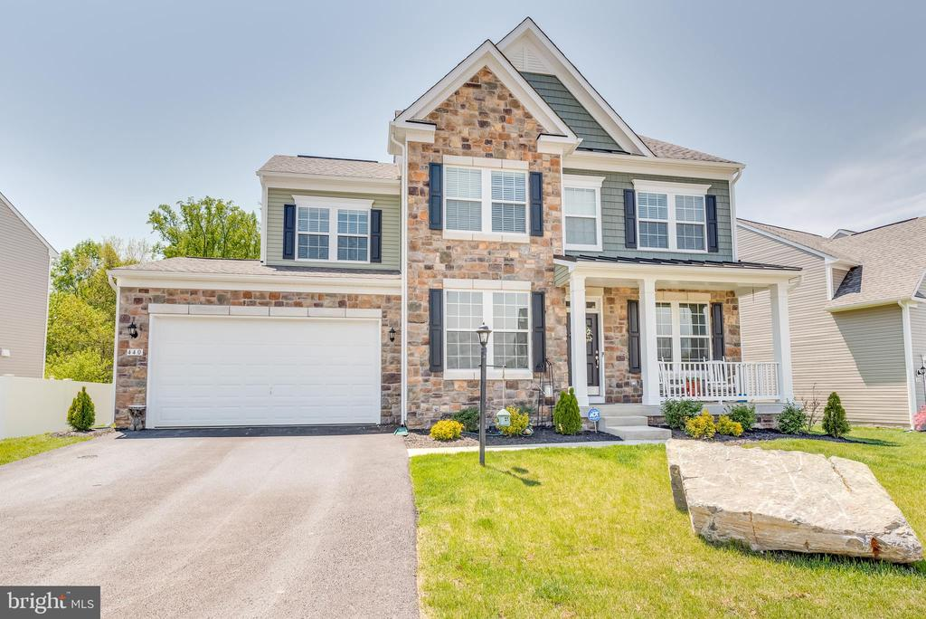 the amazing first impression you are looking for! - 440 FLIGHT O ARROWS WAY, MARTINSBURG