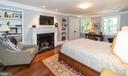 Bedroom 2 with gas Fireplace and Built-in Shelving - 412 WOLFE ST, ALEXANDRIA