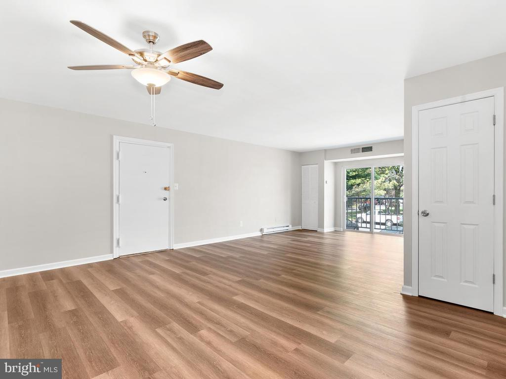 New HVAC system for worry-free living. - 201 N EMORY DR #7, STERLING