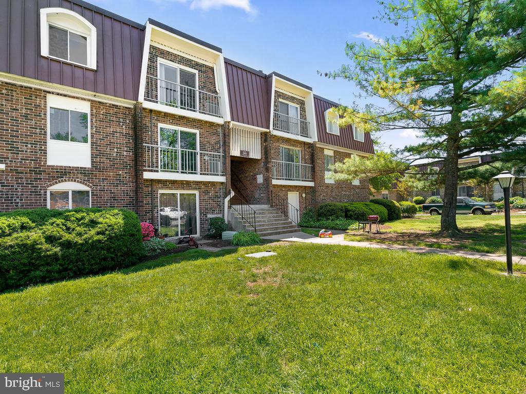 Great location in the subdivision. - 201 N EMORY DR #7, STERLING