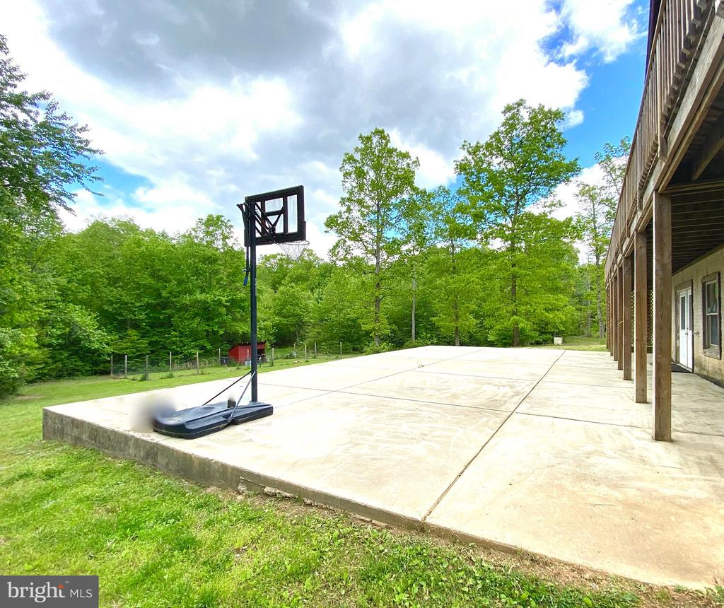 What will you do with this large patio? - 33150 HUMMINGBIRD LN, LOCUST GROVE