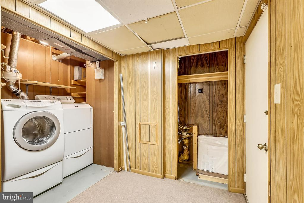 Lower Level Washer/Dryer - 6604 PERSIMMON TREE RD, BETHESDA