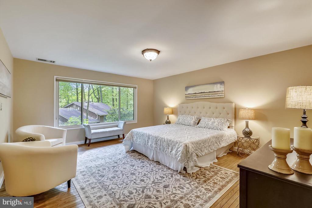 Upper Level Master Bedroom - 6604 PERSIMMON TREE RD, BETHESDA