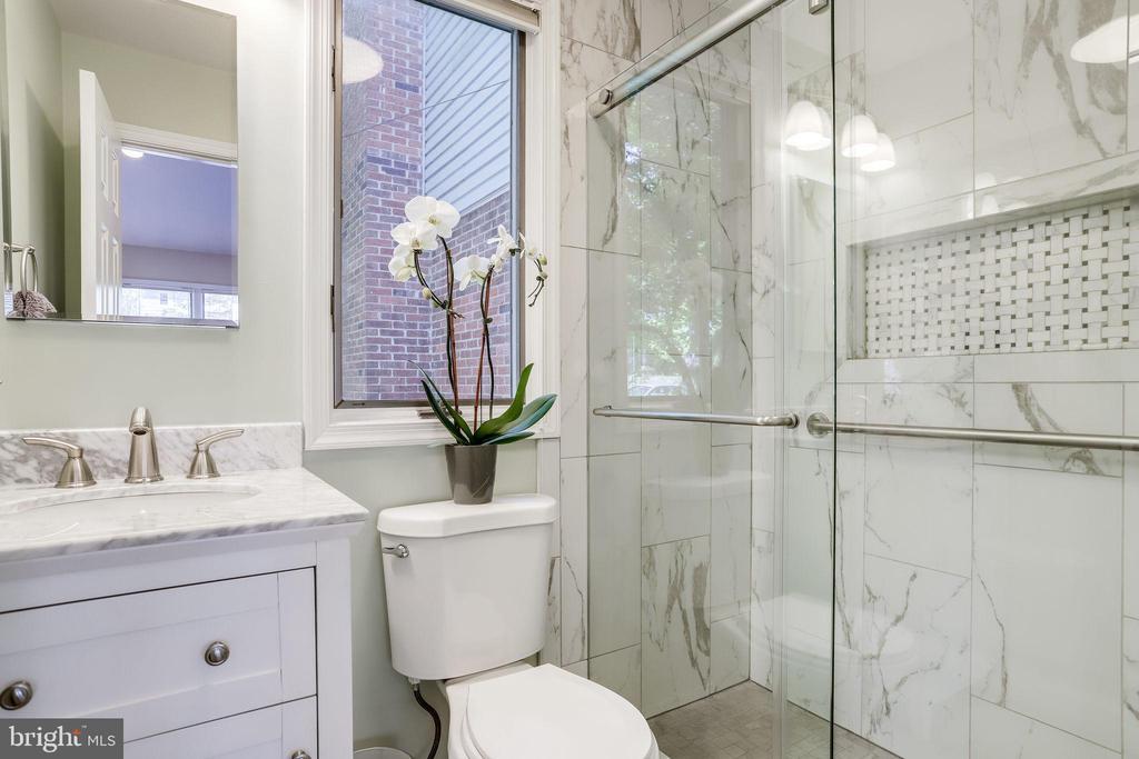 New luxurious bathroom (2019) - 5517 FAIRFAX DR, ARLINGTON