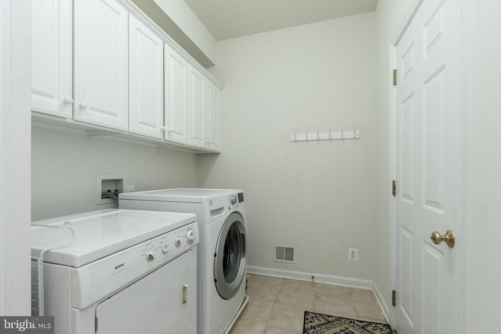 Laundry Room/Mud Room Off Kitchen - 43777 PARAMOUNT PL, CHANTILLY